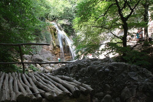 водопад ДЖУР-ДЖУР и каменные грибы