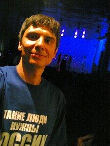 Костя в футболке подаренной Борисом Золотовым