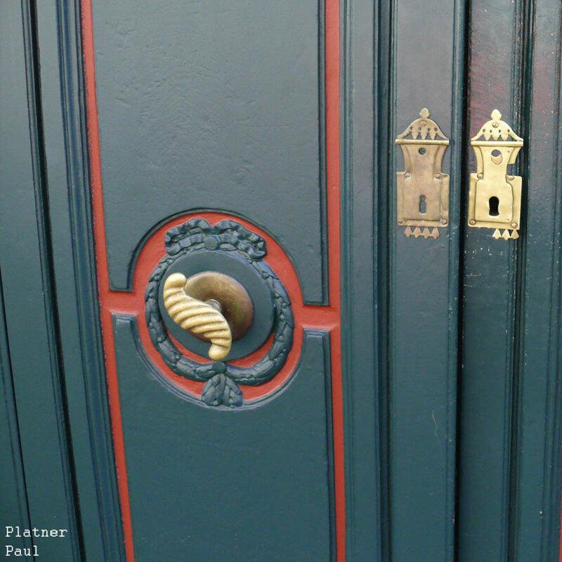 а эта дверь дома, где родился и жил Людвиг ван Бетховен в Бонне.