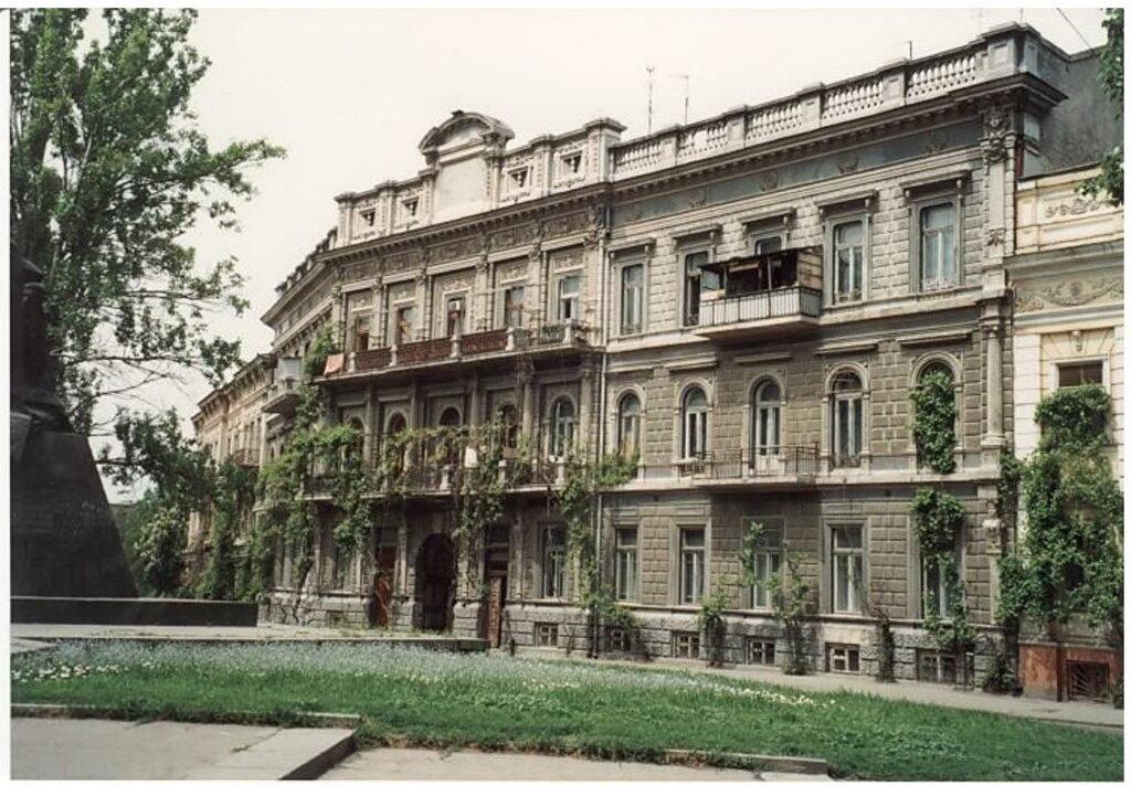0_77497_39ed2b4c_XXL Архивные снимки: Японский турист запечатлел Одессу 1996-го года