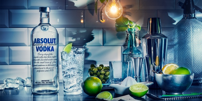 История бренда началась в1879году, когда Ларе Олссон Смит создал новый сорт водки— Absolute Rent