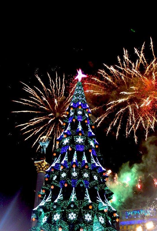 Фейерверк в честь зажигания главной елки Киева 2013