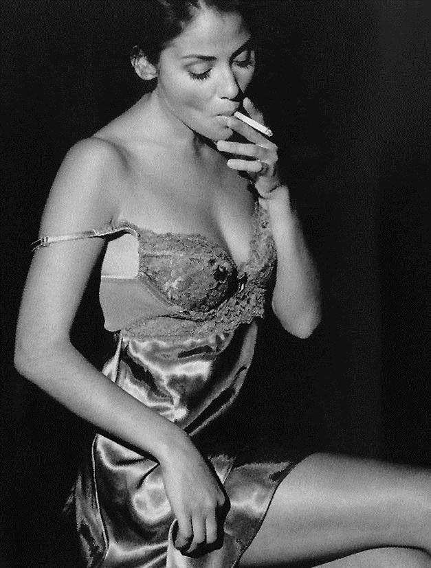 smoking Natalie Imbruglia / Натали Имбрулия с сигаретой