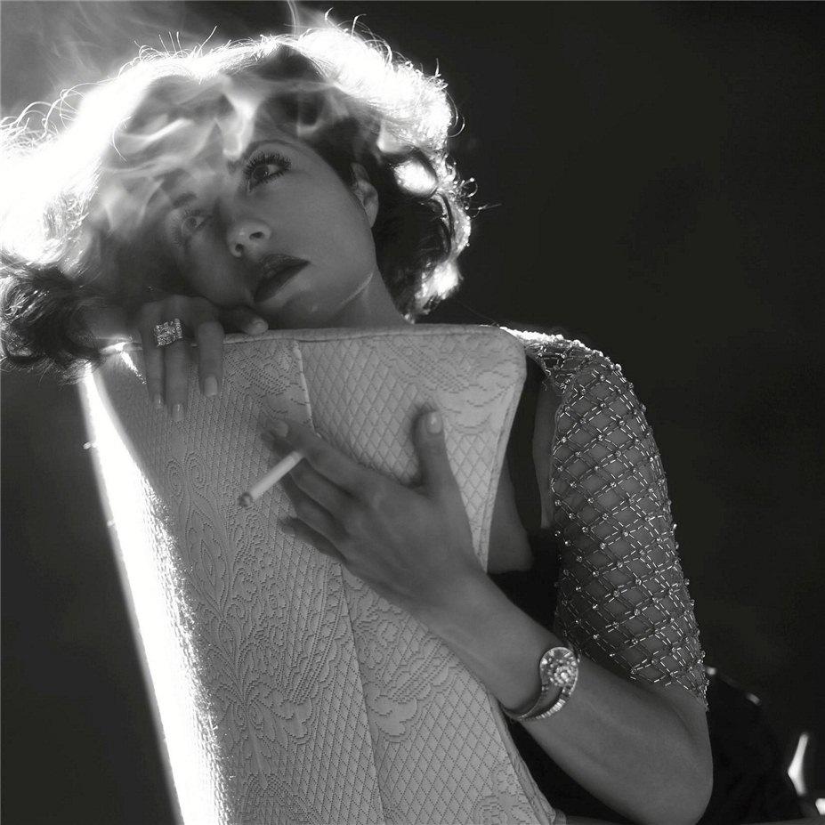 smoking Selma Blair / Сельма Блейр с сигаретой