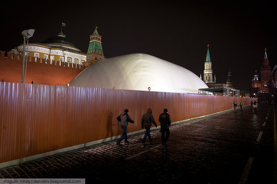 Мавзолей Ленина закрыли надувным куполом