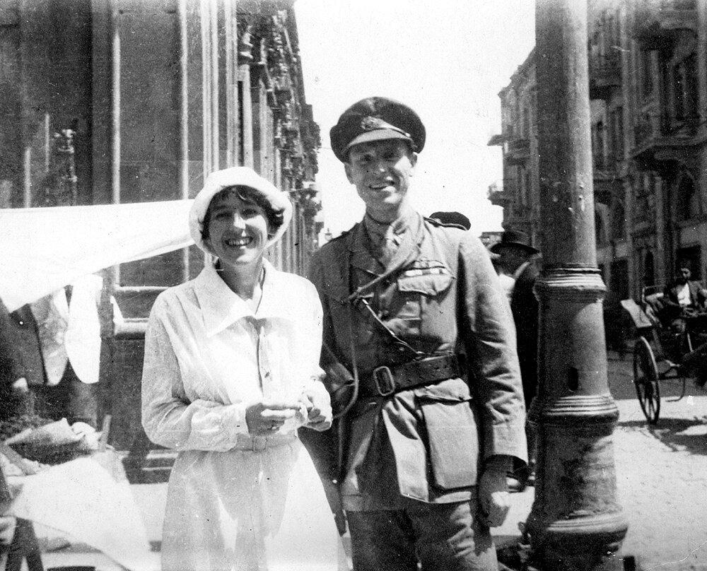 20 августа 1919 г. в гарнизонной церкви Баку состоялось бракосочетание британского лейтенанта Жерара Гвина Крачлея и Хелен Уолтон