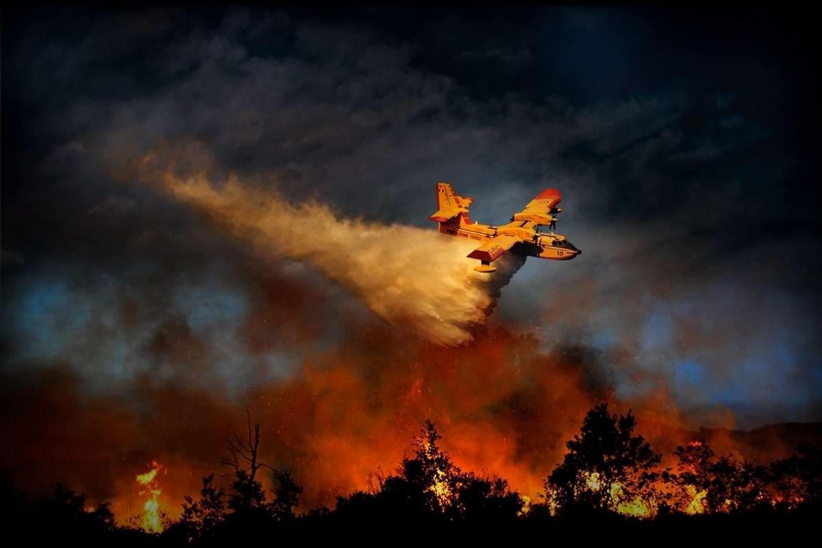 Репортаж из горящего ада: Тушение лесных пожаров на территории Италии (1)
