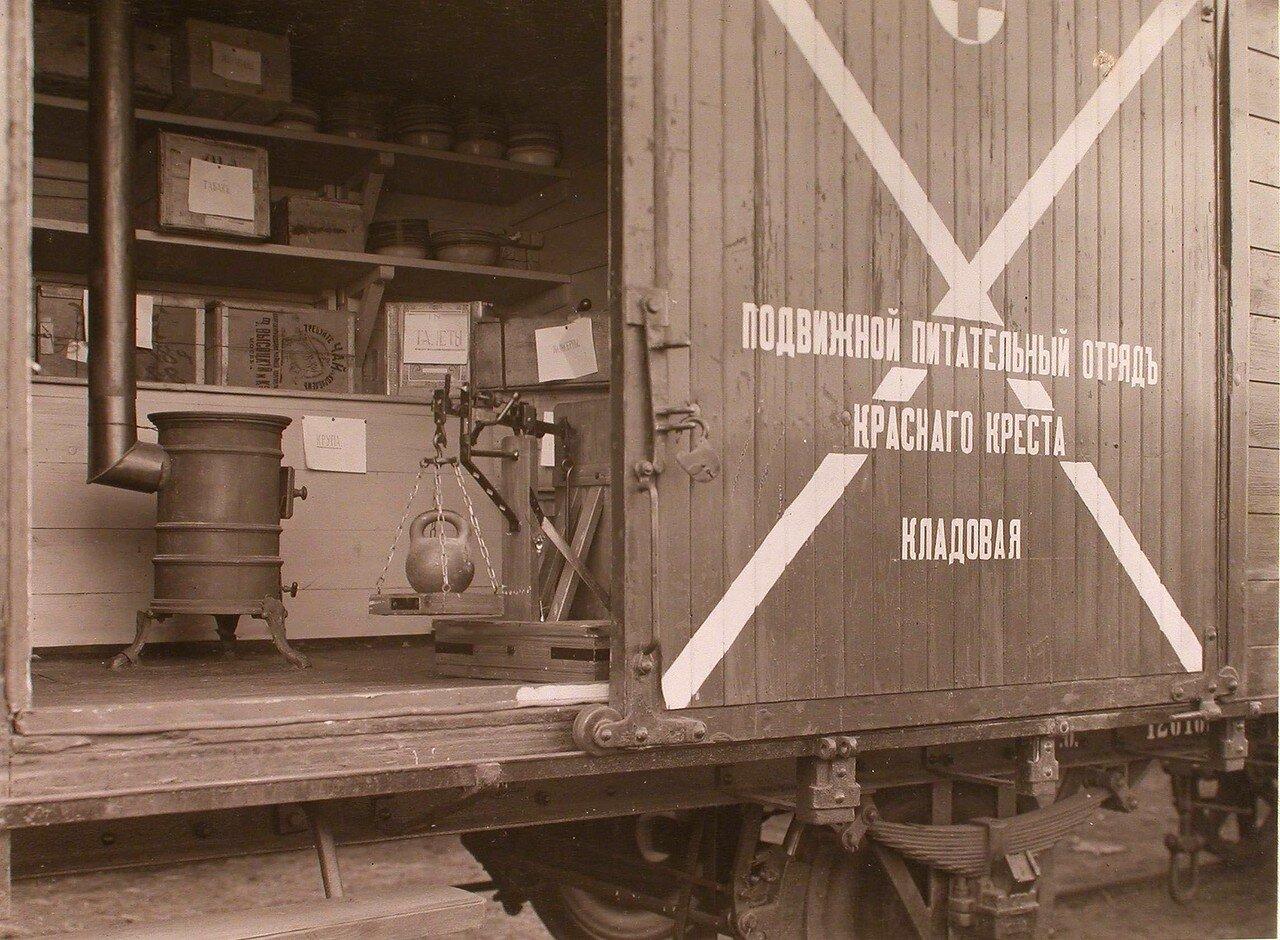 07. Внутренний вид вагона-кладовой подвижного питательного отряда Красного Креста
