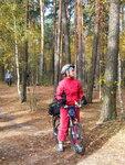 """Заповедник """"Лохин Остров"""" на Москве-реке. Пейзаж с велотуристами."""