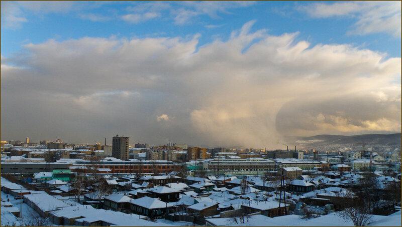 Снежная туча накрывает город