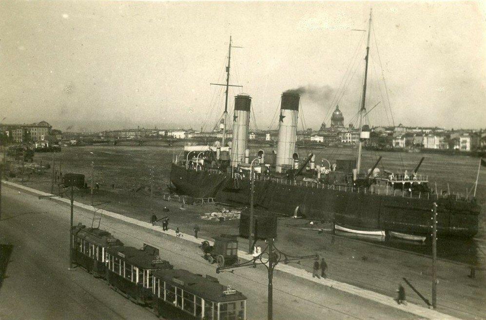 Ледокол Красин..Набережная Лейтенанта Шмидта 1932 г.jpg