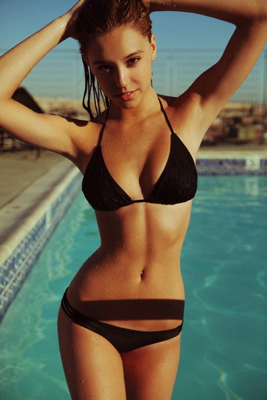 Красивые фотографии молодой модели Алексис Рен 0 142370 ebcb84dc orig