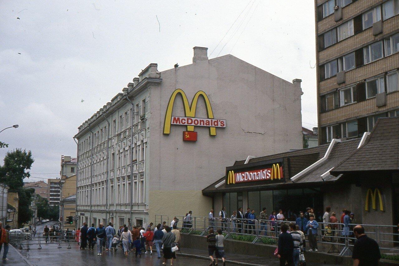 Москва. Пушкинская площадь. Макдональдс