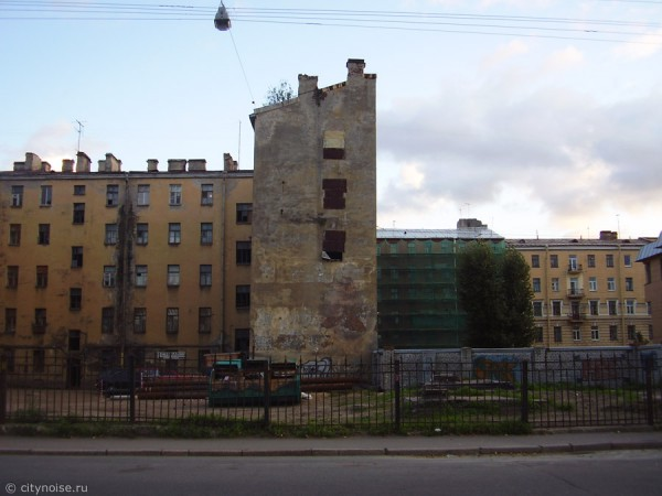 11-я Красноармейская, 7, заброшенное здание