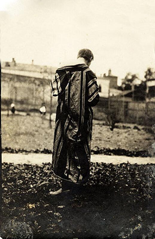 Александр Вертинский - модель скульптора Сергея Меркурова, работавшего над созданием памятника Ф.М.Достоевского. Москва, 1914 год.