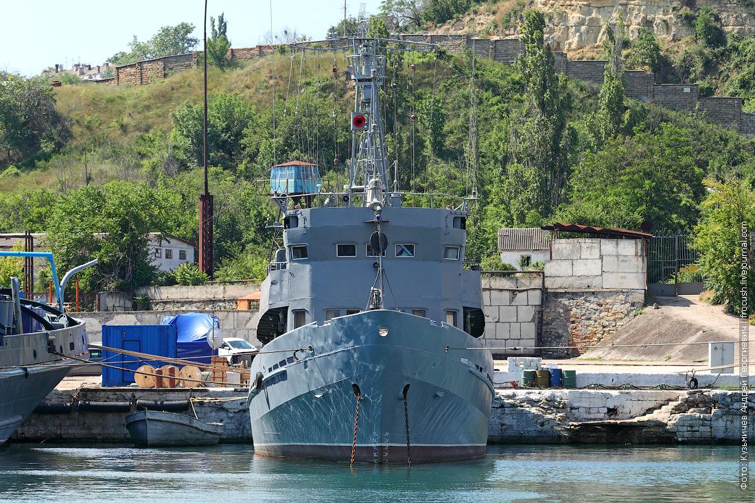 корабль в Севастопольской бухте