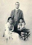 Индира Ганди с родителями