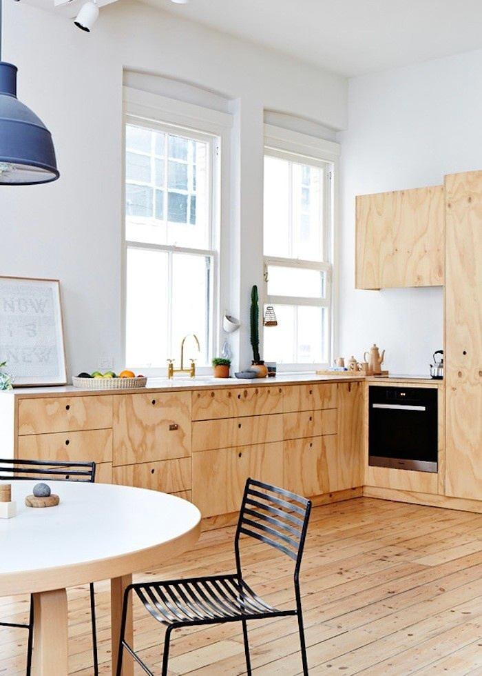 20. Когда светлая кухонная мебель плавно и незаметно перетекает в такой же по цвету, материалу и фак