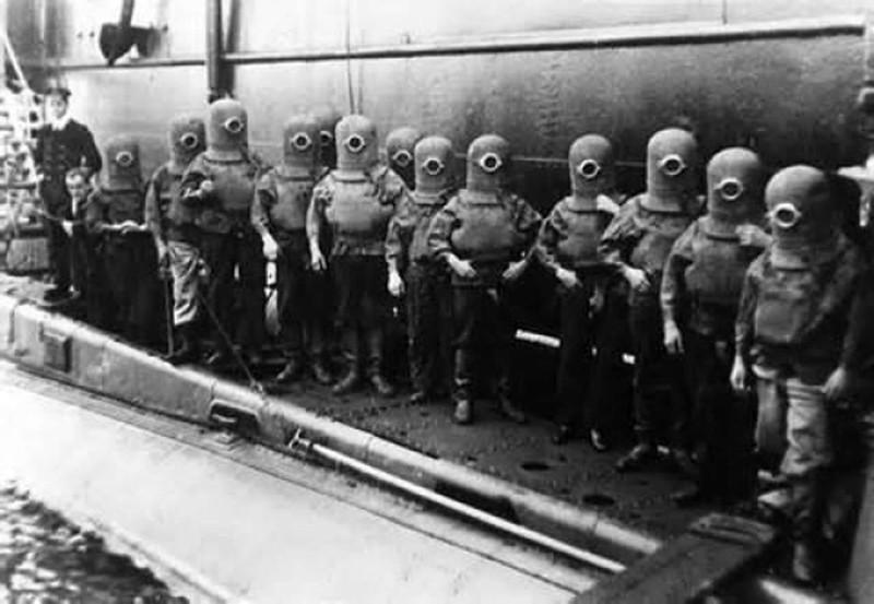 17. 1912 год. Тестирование шлемов для американского футбола.