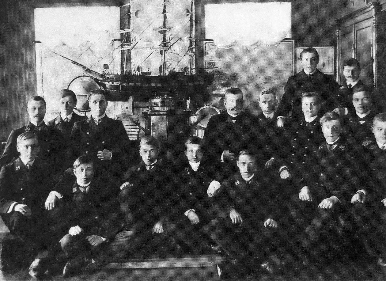 Преподаватели и ученики лоцманской школы в Соломбале. 1908
