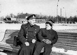 Папа и мама на площади Победы в Калининграде, февраль 1964 г.