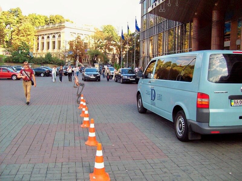 Фирменный автобус гостиницы Днепр