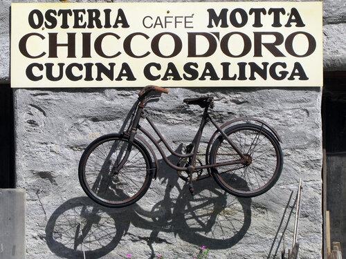 Неужели здесь кормят велосипедами?