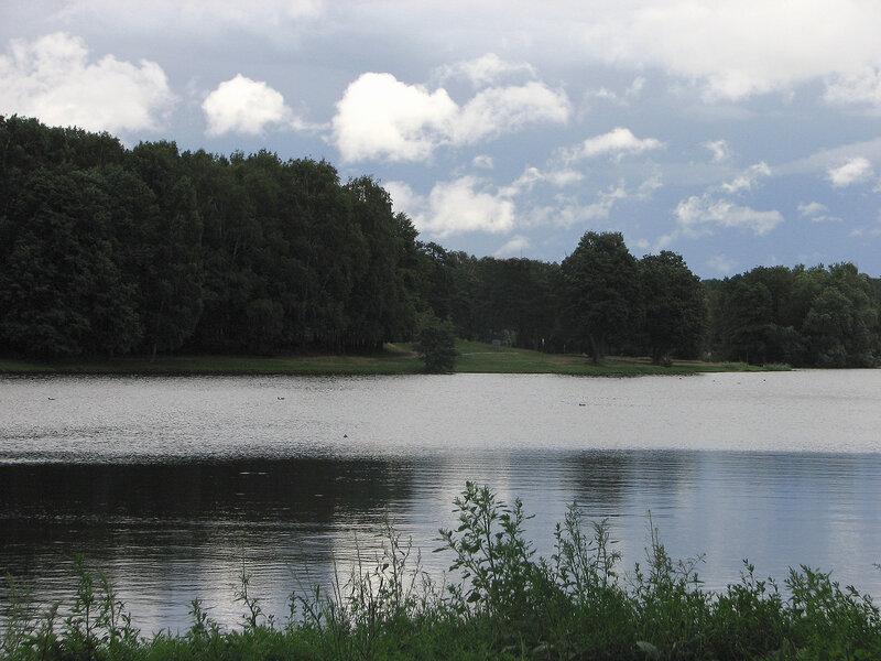 Облака над прудом