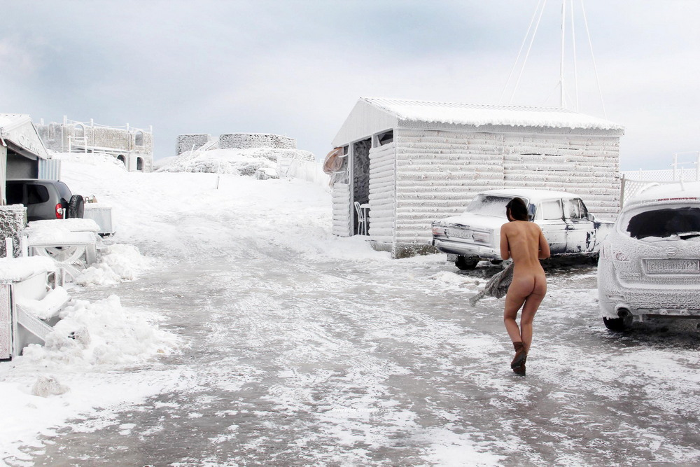 Алиса разделась после ледяного шторма в Ай-Петри