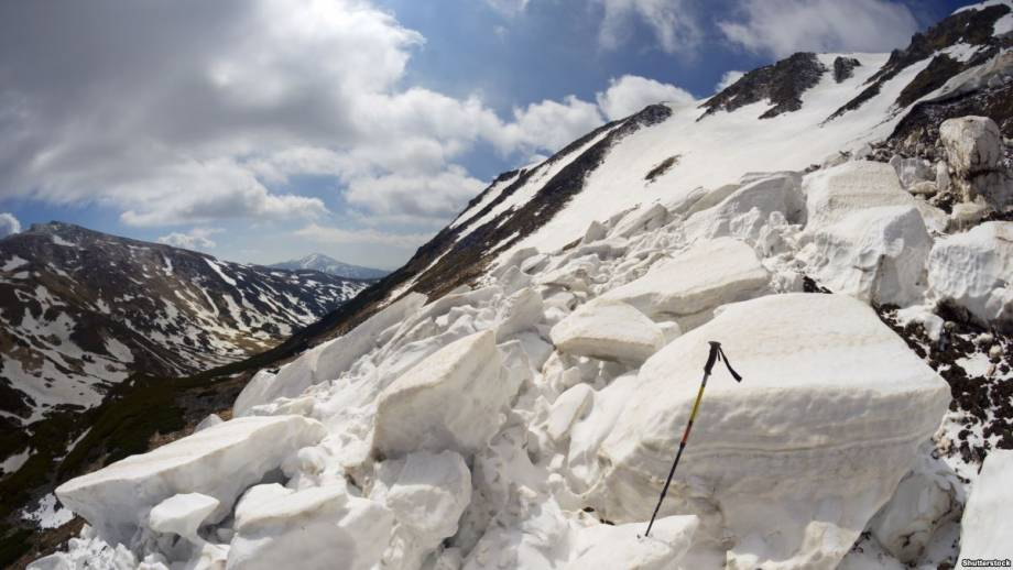 Из-за снегопада ГСЧС предупредило об опасности схода лавин в Карпатах