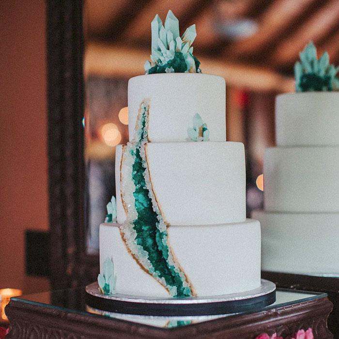 amethyst-geode-wedding-cake-trend-5.jpg