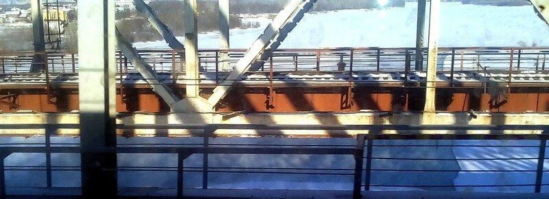 Полынья под мостом
