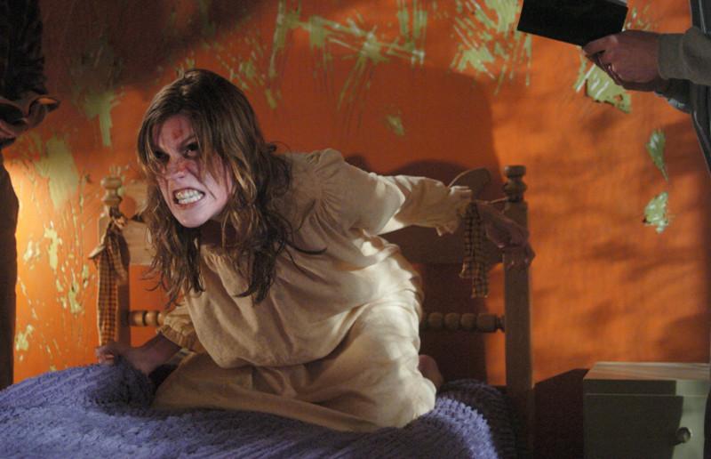 Фильм: Сеанс изгнания дьявола из молодой девушки закончился ее смертью. Священнику-экзорцисту, прово