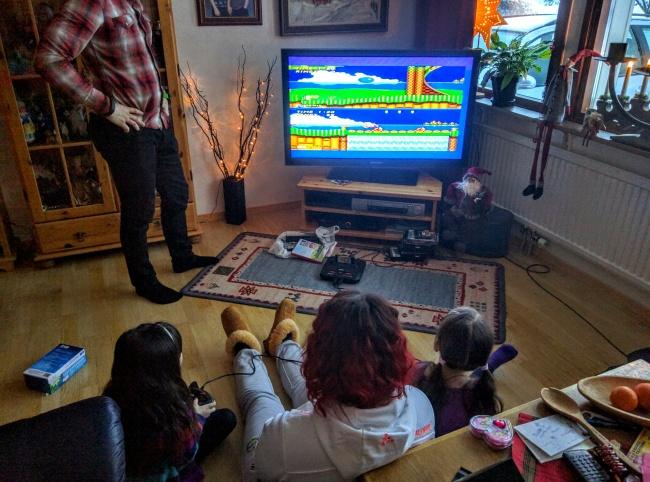 © stordragon/reddit     Старая рождественская традиция, которую снетерпением ждут дети.