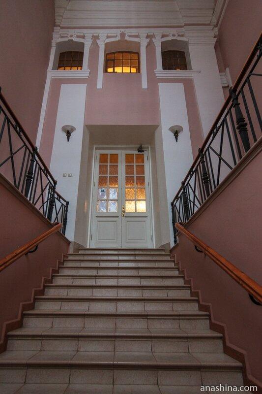 Лестница в Гаврииловском корпусе, Архиерейский двор, Вологда