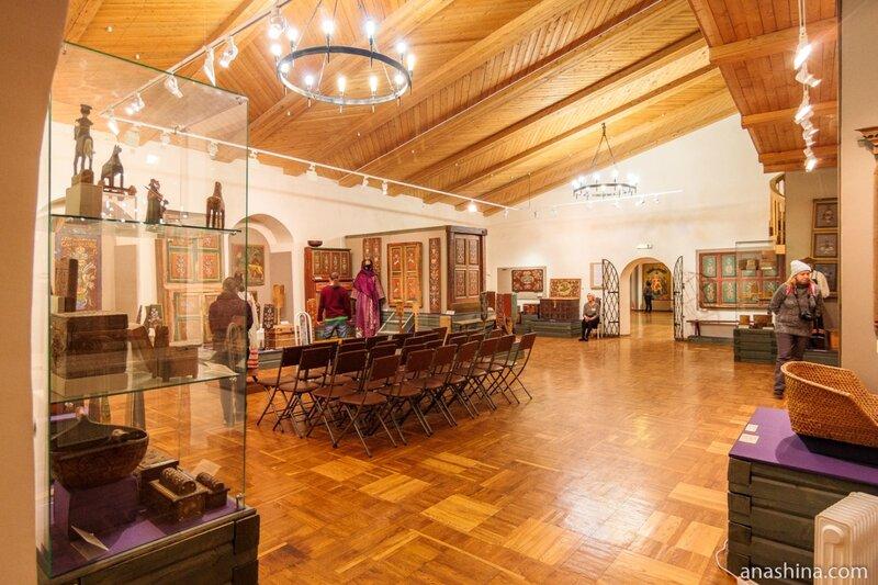 Экспозиция, посвященная декоративно-прикладному искусству Вологодской губернии