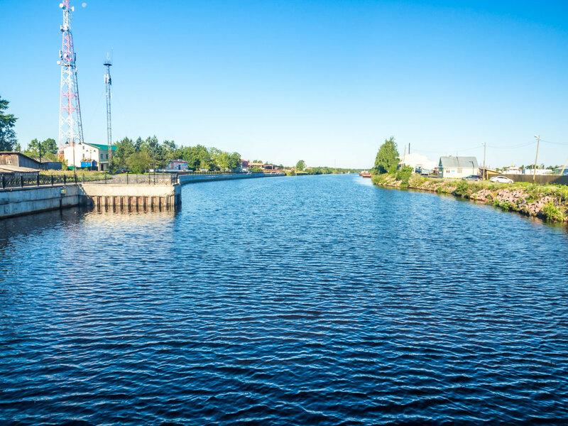 Вид с моста через канал.