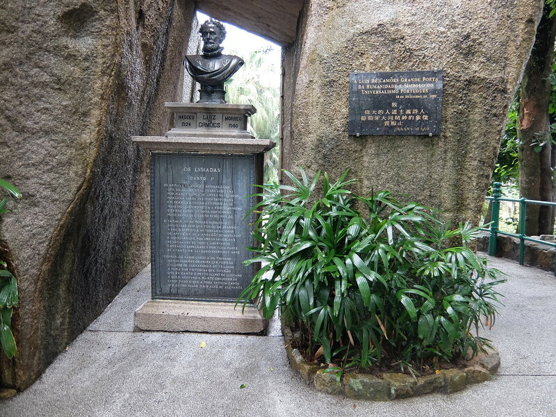Макао - Парк Луиша де Камоэнса - Бюст поэта