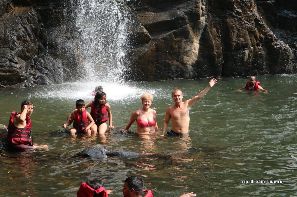 Сфотографироваться в водопаде та ещё проблема - очень много людей