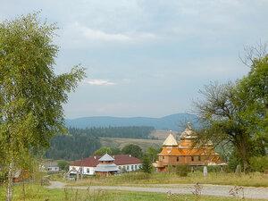 У сельского храма
