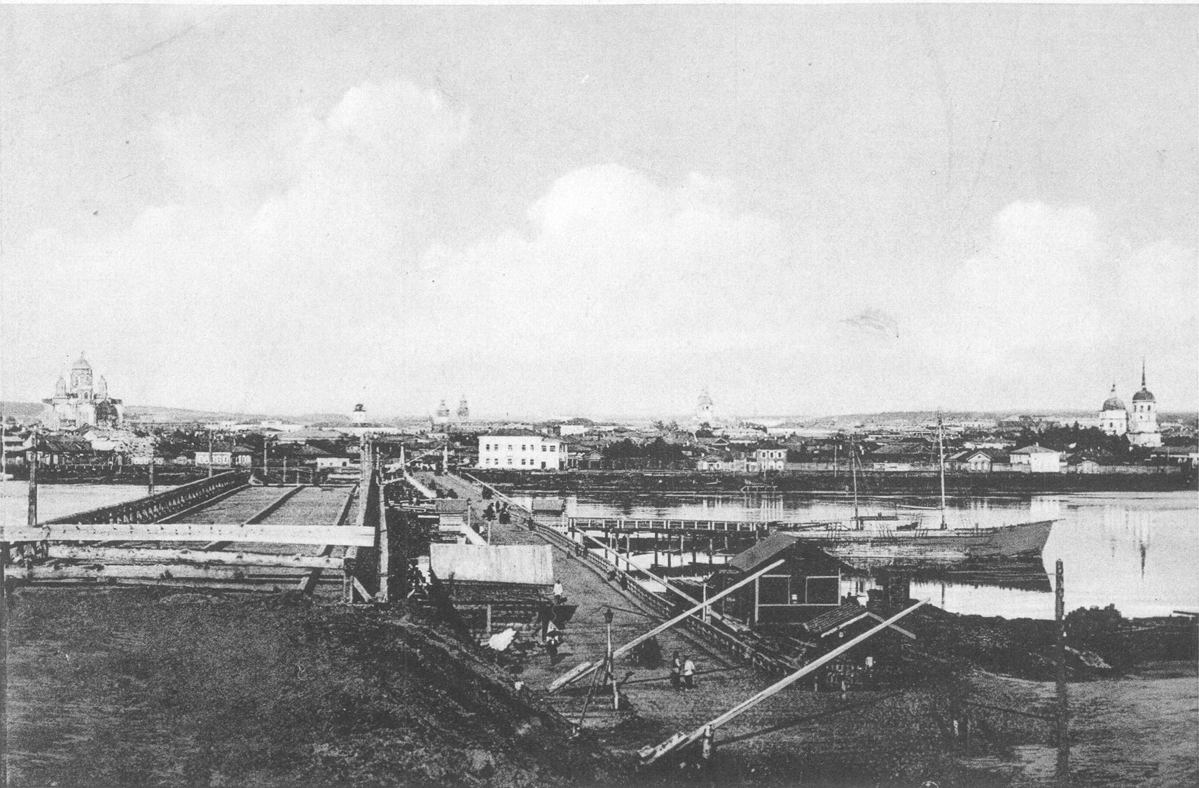 Мост, вид на город