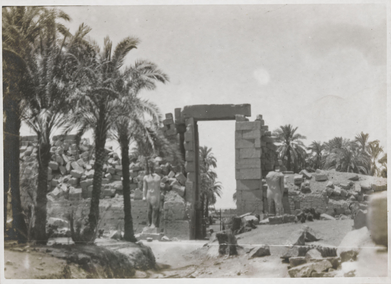 Карнак. Пилон Хоремхеба. Статуи Рамсеса II