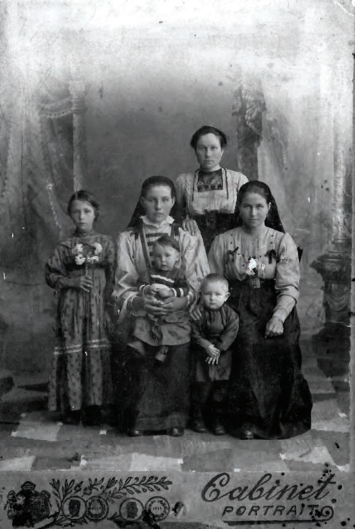 1916. Дочери Александра Григорьевича Скуратова