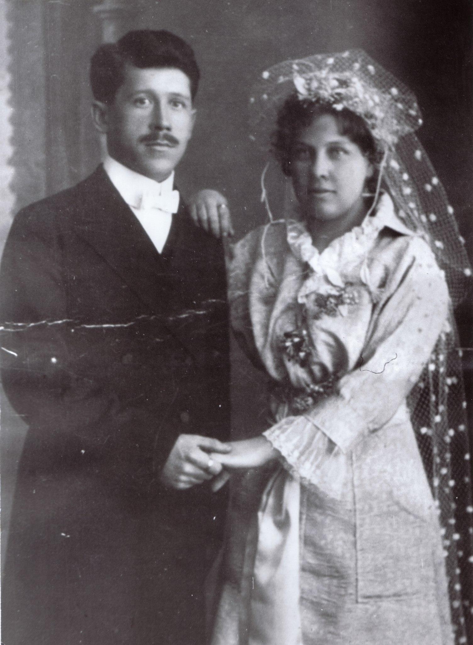 Супруги Сазоновы, Кондратий Кузьмич и Раиса Семёновна. Свадебная фотография, 1918