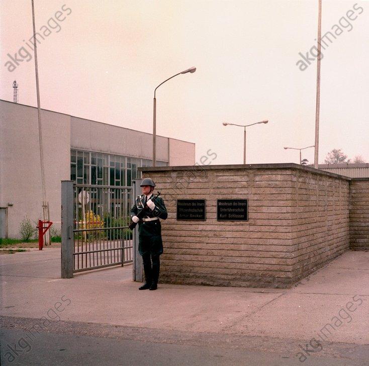 DDR-Volkspolizei/Ehrenwache / Foto 1984 - -