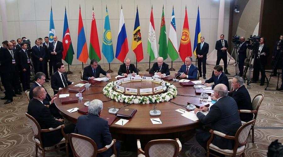 В Сочи под председательством Владимира Путина проходит заседание Совета глав государств СНГ