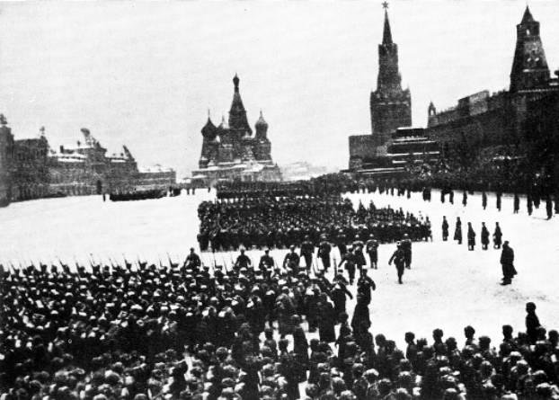 Площадь Красная во время парада 1941 года