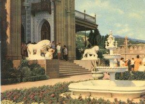 Алупка. Головний вхiд до палацу-музею. Фото В. Хоменко. 1968, 145 тыс.jpg