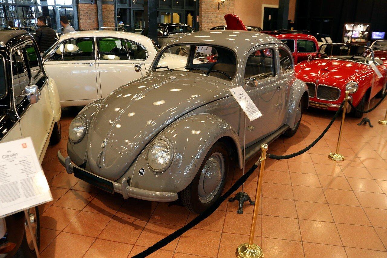 Стамбул. Музей Рахими Коча. 1949 Volkswagen Split Window Beetle