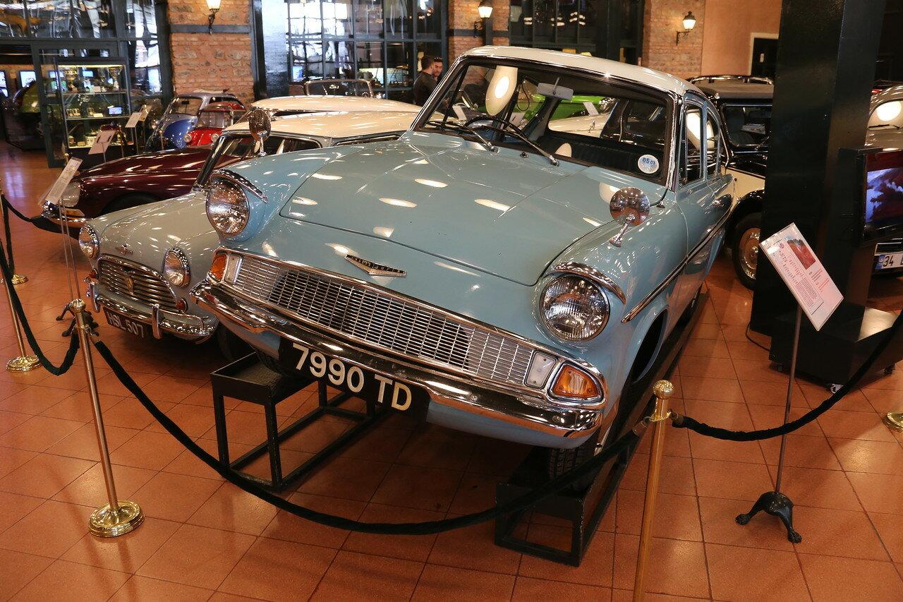 Стамбул. Музей Рахими Коча. Ford Anglia Super 1966 года